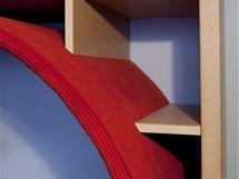 "Detail knihovny s ""hnízdy"""