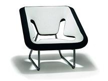 Křeslo Koxy: za tento polstrovaný nábytek pro mm interiér získal Jan Čtvrtník cenu Vynikající design