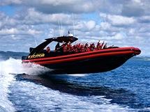 Excitor, adrenalinová jízda v Zálivu ostrovů na severu Nového Zélandu.