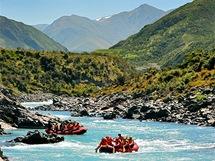 Vzrušující rafting na průzračné řece Rangitata v srdci Jižního ostrova.
