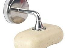 Mýdlo je možné také přichytit na držák pomocí magnetky