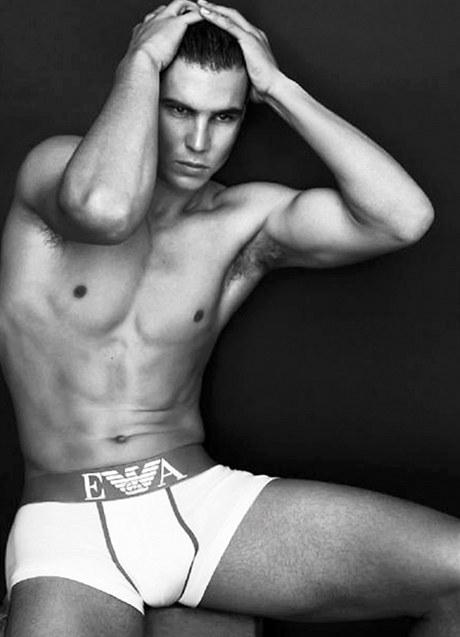 Tenista Rafael Nadal v kampani pro Armaniho.