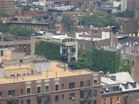 Pohled na penthouse přes newyorské střechy