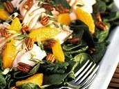 Kuřecí salát s mandarinkami.
