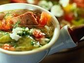 Zelná polévka s jehněčím.