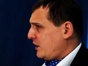 Ministr dopravy Vít Bárta na tiskové konferenci objasňoval, zda měla jeho bývalá firma ABL politické objednávky.