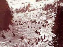 Archivní fotografie jedné z krkonošských lavin.