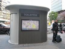Toalety v Paříži komunikují jen francouzsky...