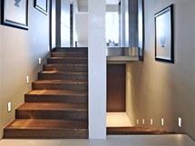 Důkazem detailně řešené realizace interiéru je například integrované osvětlení
