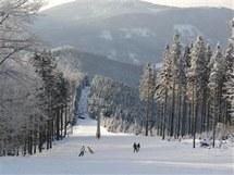 Sjezdovka Hřebenovka z lyžařského areálu v Koutech nad Desnou.