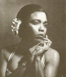 Dee Dee Bridgewater jako Billie Holiday v muzikálu Lady Day