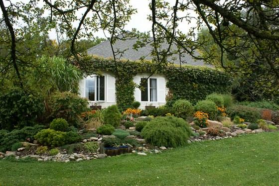 Majitelé domu se maximálně snažili, aby nenásilně zapadl do přírodního prostředí