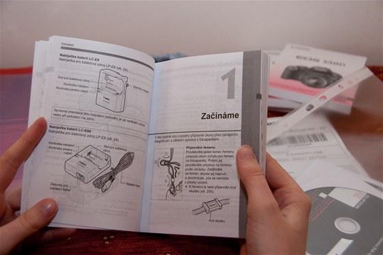 Návod samozřejmě obsahuje i instrukce pro začátky s foťákem