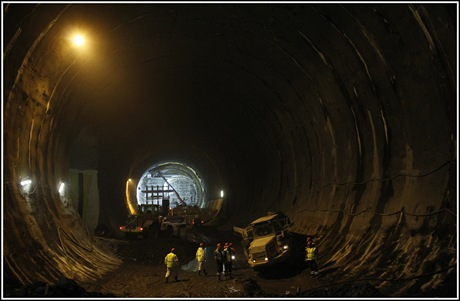 V tomto sále budou v budoucnosti umístěny pouze ventilátory na vyhánění vzduchu z tunelu. Sál má v průřezu 320 metrů čtverečních. Větší průřez měla v Praze už jen stanice metra Kobylisy.