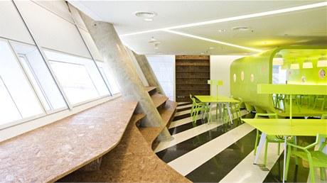 Svítivý interiér je dílem thajského architektonického studia Supermachine