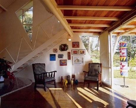 Dům Eugenia House stojí v malém městě Lagoa Santa v Brazílii.  Je dílem místního architekta Joaoa Dinize