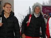 Lucie Šafářová, Petra Kvitová a Barbora Záhlavová-Strýcová přicházejí na první trénink před víkendovým Fed Cupem v Bratislavě