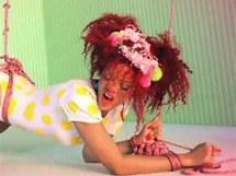 Sv�zan� Rihanna v klipu S&M