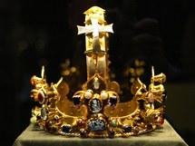 Královská koruna sv. Karla Velikého z pokladnice v Cáchách.