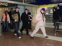 Lidé, kteří se vrátili z Egypta slovenským letadlem na bratislavské letiště. (3. 2. 2011)