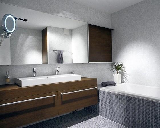 Drobná vícebarevná mozaika byla přáním Lucie, která chtěla tímto prvkem koupelnu oživit