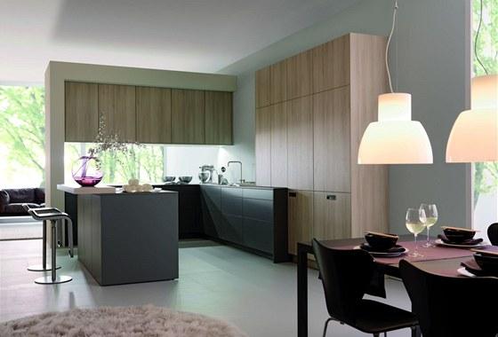 Spojení kuchyně a obýváku si vyžádalo změny především ve vzhledu čelních ploch kuchyňského nábytku
