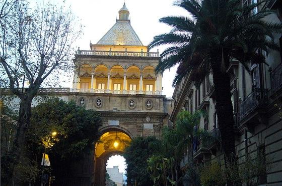 Palermo, Nová brána s orlicí na střeše