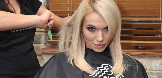 Modelka Hana Ma�l�kov� si nechala prodlou�it vlasy