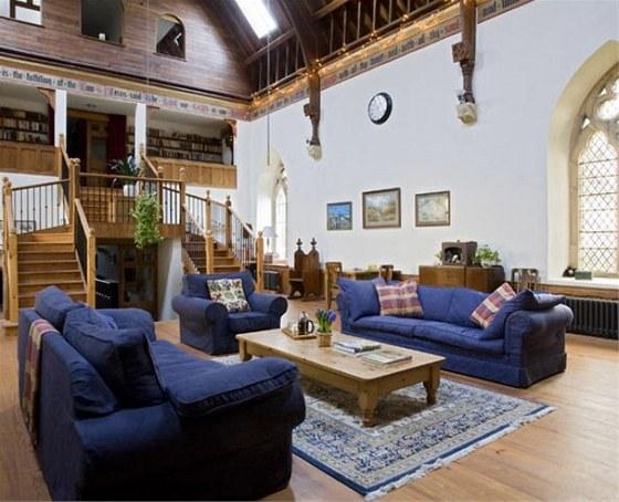 Na stavbu schodiště do patra použili manželé staré trámoví z bradfordské nemocnice