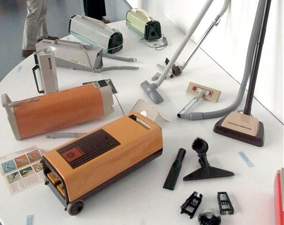 Výstava návrhů průmyslového designéra Stanislava Lachmana při příležitosti jeho 80. narozenin byla zahájena 6. srpna 2001 v Národním technickém muzeu v Praze