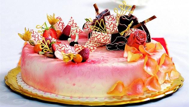 �okoládový dort s malinami.