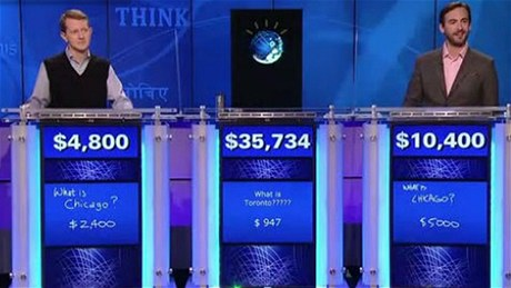 Na konci druhého dne vede Watson s více než pětadvacetitisícovým náskokem. Dnes čeká soutěžící poslední kolo, celkový vítěz si odnese 1 milion dolarů.