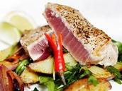 Teplý salát s grilovaným žlutoploutvým tuňákem