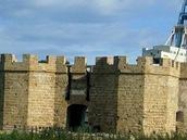 Původní opevnění v přístavu