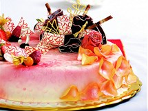�okol�dov� dort s malinami.