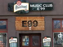 Klub E99 Stodolní ulici svou polohou prakticky uzavírá. Zaměřuje se hlavně na reprodukovanou hudbu.