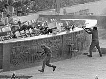 Husní Mubarak sledoval s předchozím egyptským prezidentem Anwarem Sadatem 6. října 1981 vojenskou přehlídku. Na čestnou tribunu ale zaútočili islámští fundamentalisté. Sadata zabili a Mubarak se stal prezidentem
