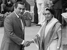 Husního Mubaraka vítá v roce 1983 na indické půdě premiérka Indíra Gándhiová