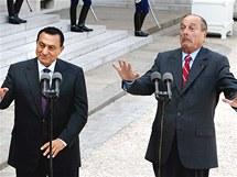 Husní Mubarak s francouzským prezidentem Jacquesem Chirakem v Elysejském paláci ( 25. července 2002)