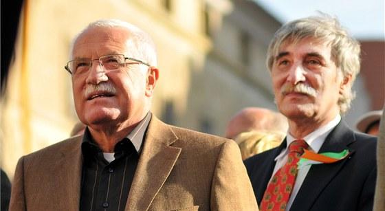 V�clav Klaus a Ladislav B�tora p�i demonstraci proti Lisabonsk� smlouv�. (3. ��jna 2009)