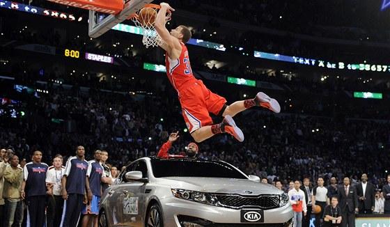 LET P�ES AUTO. Blake Griffin si do fin�le sme�ovac� sout�e all-star v�kendu NBA p�ivezl auto a jeliko� se pokus zda�il, v�t�z byl jasn�.