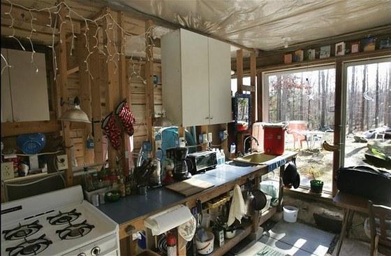 Kuchyňka navazuje přímo na obývací prostor