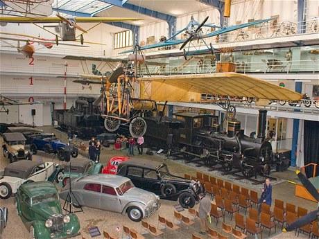 Od kostitřasu po lokomotivu - i tak by se mohla jmenovat dopravní hala.