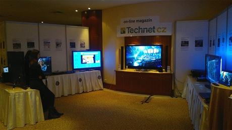 Nainstalovaná expozice Technet.cz na výstavě High End Praha 2011. (foto z mobilu)