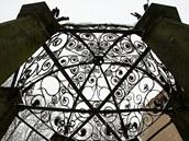 Zámek v Brtnici léta chátral, s opravami nyní začal nový nájemce
