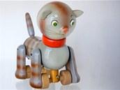 S výrobou tradičních dřevěných hraček začal po druhé světové válce František Janouch, otec Anny Hanzalové