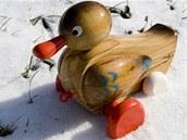 Více než stovku druhů dřevěných hraček vyrábějí manželé Hanzalovi ve Stráži nad Nežárkou