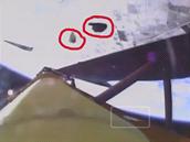Úlomky pěny zachycené po startu kamerami.