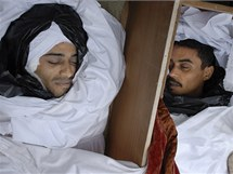 Rakve s mrtvolami po nepokojích ve východolibyjském Benghází