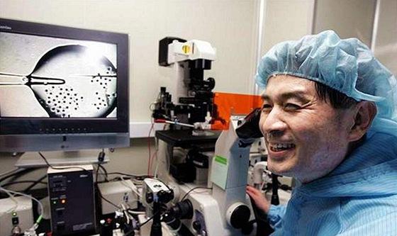 V květnu 2005 si profesor Hwang užíval pozornosti. Později vyšlo najevo, že jeho výzkum je podvrh.